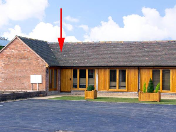 KESTREL BARN, pet friendly, character holiday cottage, with a garden in Bridgnorth, Ref 2848 - Image 1 - Bridgnorth - rentals