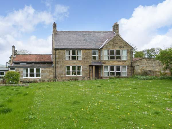 LIVERTON LODGE, pet friendly, character holiday cottage, with a garden in - Image 1 - Danby - rentals