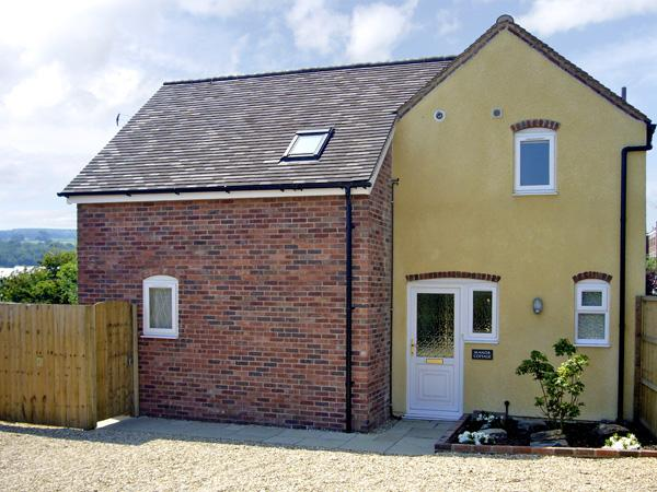 MANOR COTTAGE, pet friendly, country holiday cottage, with a garden in Ludlow, Ref 2806 - Image 1 - Ludlow - rentals