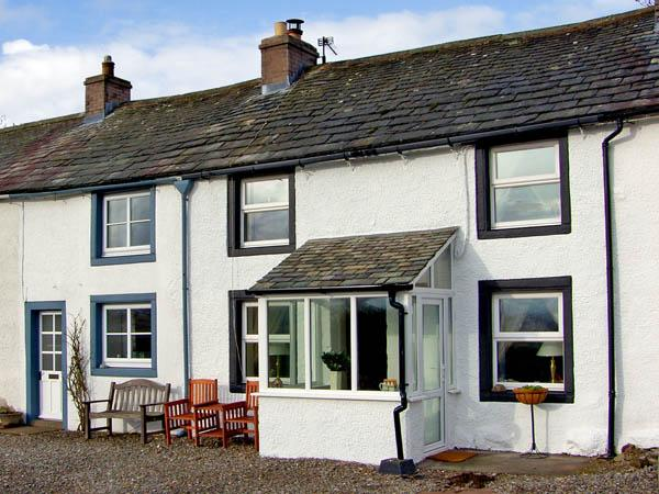 MELL FELL VIEW, romantic, country holiday cottage, with open fire in Penruddock, Ref 2847 - Image 1 - Penrith - rentals