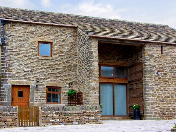 MIDFEATHER COTTAGE, character holiday cottage, with a garden in Edale, Ref 2064 - Image 1 - Edale - rentals
