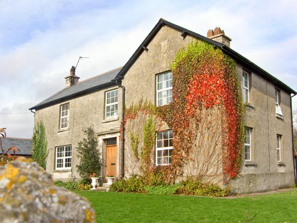 MOAT FARMHOUSE, pet friendly, character holiday cottage, with a garden in Aldingham, Ref 2643 - Image 1 - Aldingham - rentals