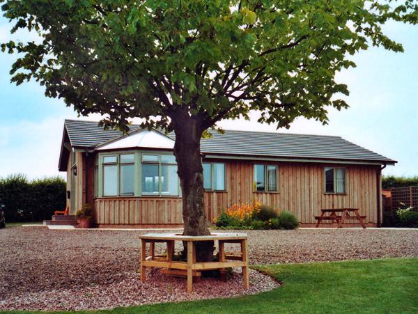 MIRAMAR LODGE, family friendly, country holiday cottage, with a garden in Warkworth, Ref 1030 - Image 1 - Warkworth - rentals