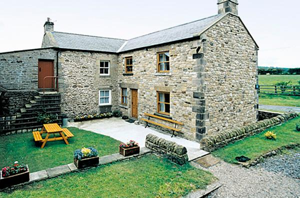 MOORGAIR COTTAGE, family friendly, character holiday cottage, with a garden in Hexham, Ref 705 - Image 1 - Hexham - rentals