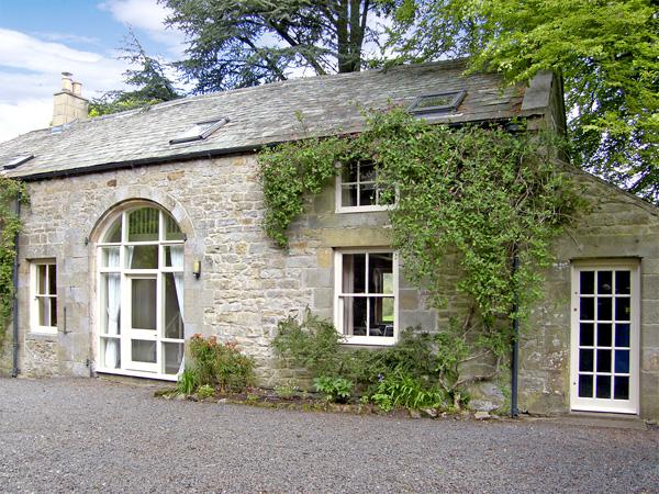 THE COACH HOUSE, pet friendly, character holiday cottage, with a garden in Bellingham, Ref 1096 - Image 1 - Bellingham - rentals