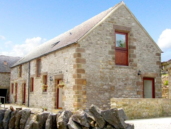 NUFFIES COTTAGE, family friendly, character holiday cottage, with a garden in - Image 1 - Winster - rentals