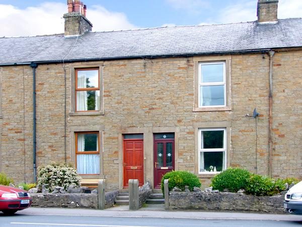 PEN-Y-GHENT VIEW, pet friendly, character holiday cottage, with a garden in Horton-In-Ribblesdale, Ref 2257 - Image 1 - North Yorkshire - rentals