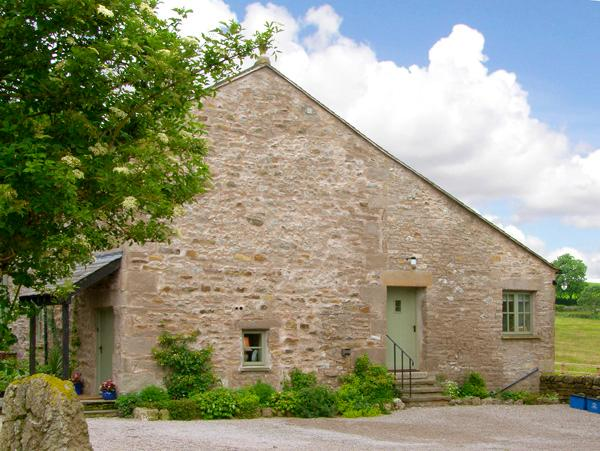 PICKLE COTTAGE, romantic, luxury holiday cottage, with a garden in Hutton Roof, Ref 2197 - Image 1 - Hutton Roof - rentals