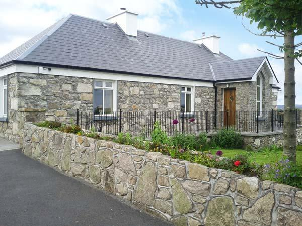 PRAGUE HOUSE, family friendly, character holiday cottage, with a garden in Lettermore, County Galway, Ref 3647 - Image 1 - Lettermore - rentals