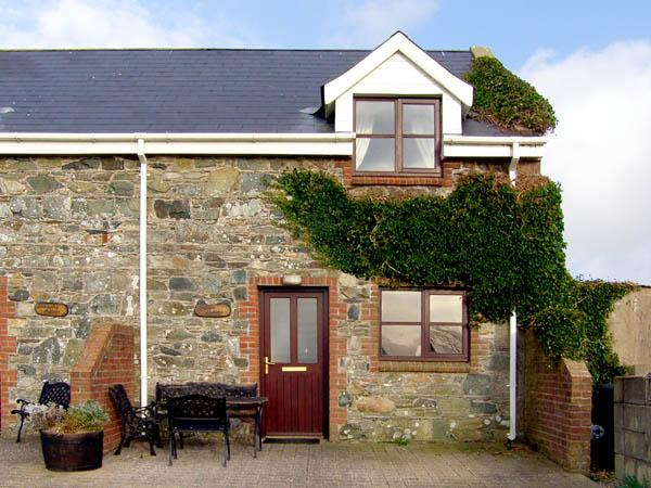 SALTEE COTTAGE, pet friendly, character holiday cottage, with a garden in Kilmore Quay, County Wexford, Ref 2910 - Image 1 - Kilmore Quay - rentals