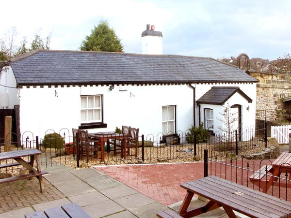 SCOTCH HALL COTTAGE, pet friendly, character holiday cottage, with a garden in - Image 1 - Llangollen - rentals
