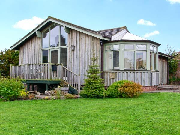 SEA VIEW LODGE, family friendly, country holiday cottage, with a garden in Warkworth, Ref 1134 - Image 1 - Warkworth - rentals