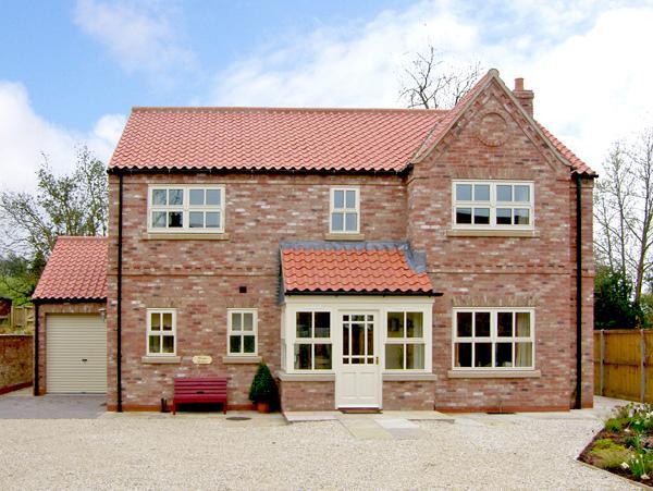 SLEEPY HOLLOW, luxury holiday cottage, with a garden in Husthwaite, Ref 2471 - Image 1 - Husthwaite - rentals
