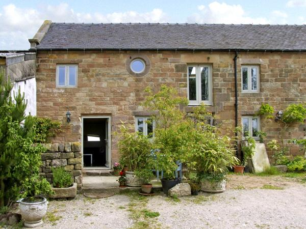 SPOUT BARN, pet friendly, luxury holiday cottage, with a garden in Shottle, Ref 2574 - Image 1 - Shottle - rentals