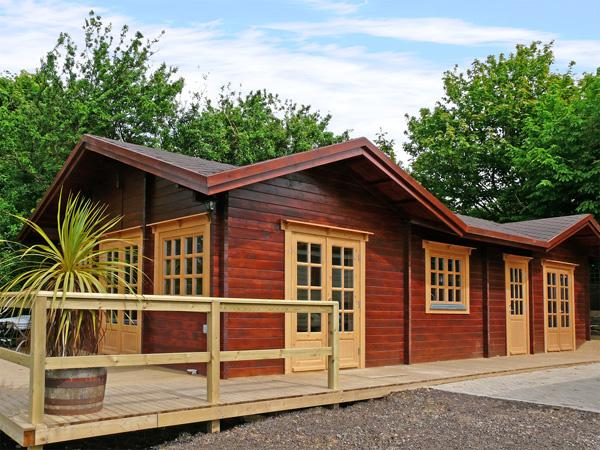 ST HILDA'S LODGE, pet friendly, with a hot tub in Hinderwell, Ref 3650 - Image 1 - Hinderwell - rentals