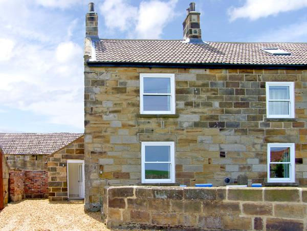 STREET HOUSE COTTAGE, pet friendly, character holiday cottage in Staithes, Ref 2311 - Image 1 - Staithes - rentals