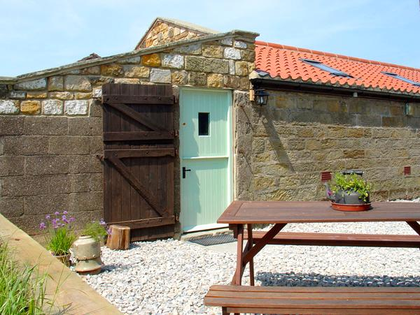 THE GOAT SHED, pet friendly, character holiday cottage in Robin Hood'S Bay, Ref 1813 - Image 1 - Robin Hood's Bay - rentals
