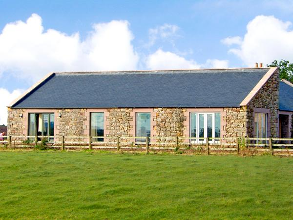 THE LONG BARN, pet friendly, country holiday cottage, with a garden in - Image 1 - Northumberland - rentals