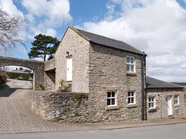 THE TACK ROOM, romantic, character holiday cottage, with a garden in Middleham, Ref 861 - Image 1 - Middleham - rentals