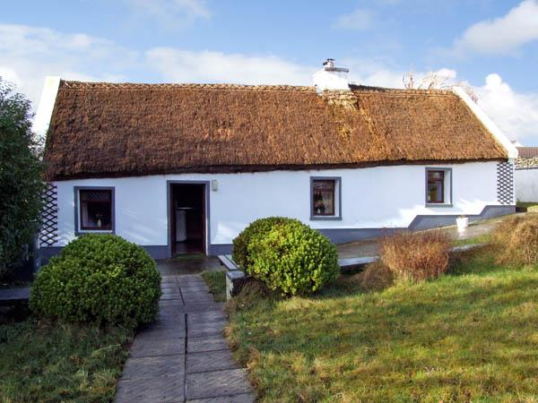 THE THATCHED COTTAGE, pet friendly, character holiday cottage, with a garden in Drummin Near Westport, County Mayo, Ref 2869 - Image 1 - Liscarney - rentals