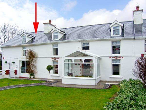THE WING, character holiday cottage, with a garden in Dunmanway, County Cork, Ref 2867 - Image 1 - Dunmanway - rentals
