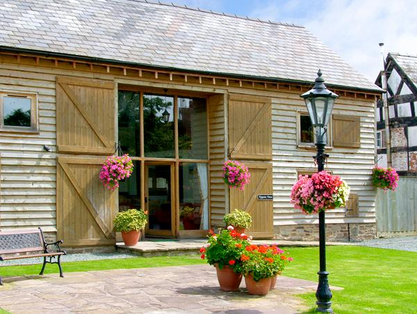 TIPPETS VIEW, family friendly, character holiday cottage, with a garden in Luntley, Ref 2217 - Image 1 - Pembridge - rentals