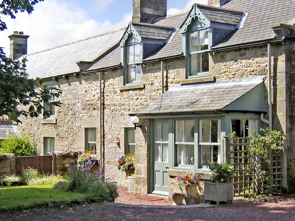 TOWNFOOT COTTAGE, family friendly, character holiday cottage, with a garden in Elsdon Near Otterburn, Ref 866 - Image 1 - Elsdon - rentals