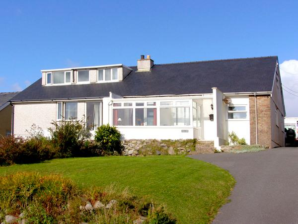 TREM Y MOR, with a garden in Llanfair, Ref 2747 - Image 1 - Llanfair - rentals