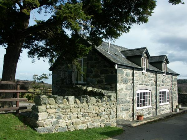 TY JOHN, pet friendly, character holiday cottage, with a garden in Rowen, Ref - Image 1 - Rowen - rentals