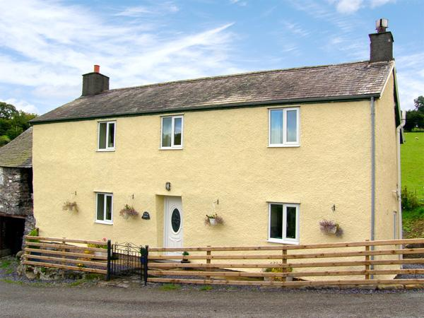TY NANT, pet friendly, character holiday cottage, with open fire in Betws-Y-Coed, Ref 2987 - Image 1 - Betws-y-Coed - rentals