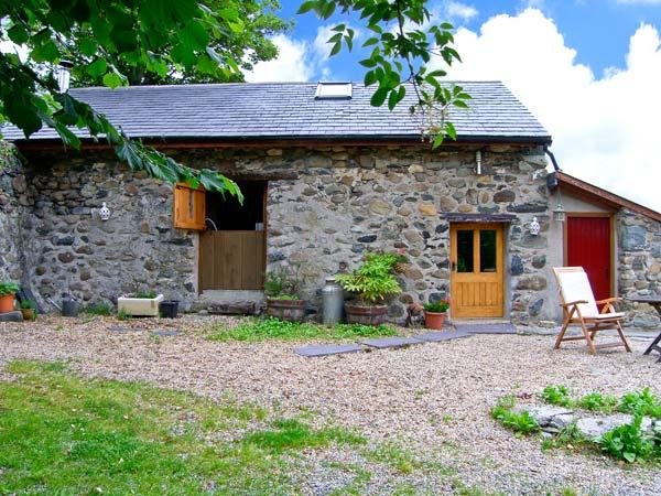 THE SHIPPON, pet friendly, character holiday cottage, with a garden in Conwy, Ref 1390 - Image 1 - Conwy County - rentals
