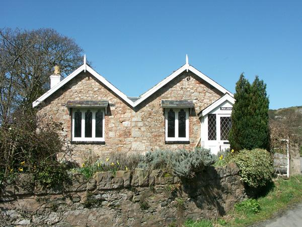 PABO LODGE, pet friendly, character holiday cottage, with a garden in Llandudno, Ref 1719 - Image 1 - Llandudno - rentals