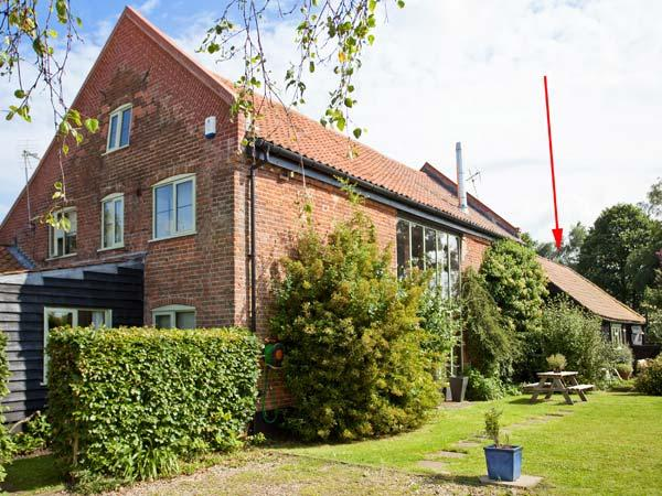 UPPER BARN STABLE, character holiday cottage,with a garden in Reepham, Ref 2428 - Image 1 - Reepham - rentals