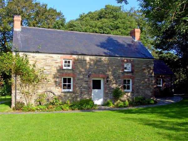 THE FARMHOUSE, pet friendly, character holiday cottage, with open fire in Crymych, Ref 2021 - Image 1 - Crymych - rentals