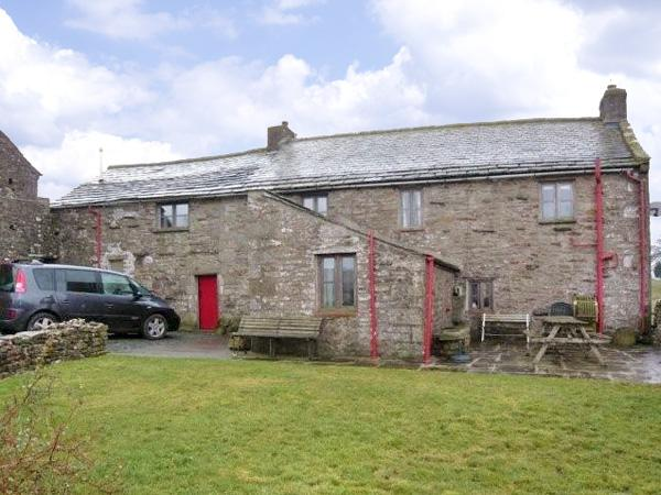 WRAY GREEN, pet friendly, character holiday cottage, with a garden in Ravenstonedale, Ref 2888 - Image 1 - Ravenstonedale - rentals