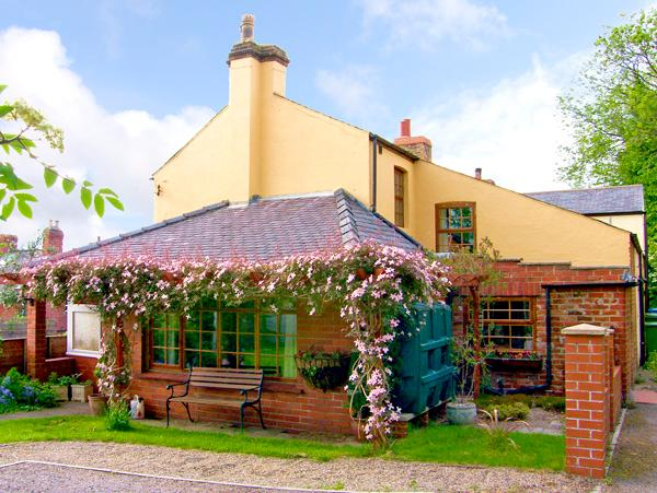 WYCHWOOD, pet friendly, character holiday cottage, with a garden in Grosmont Near Whitby, Ref 1131 - Image 1 - Grosmont - rentals