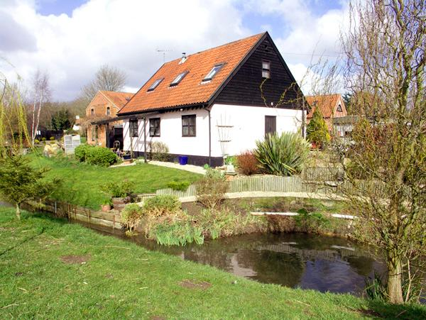THE HAYLOFT, pet friendly, character holiday cottage, with open fire in Necton - Image 1 - Necton - rentals