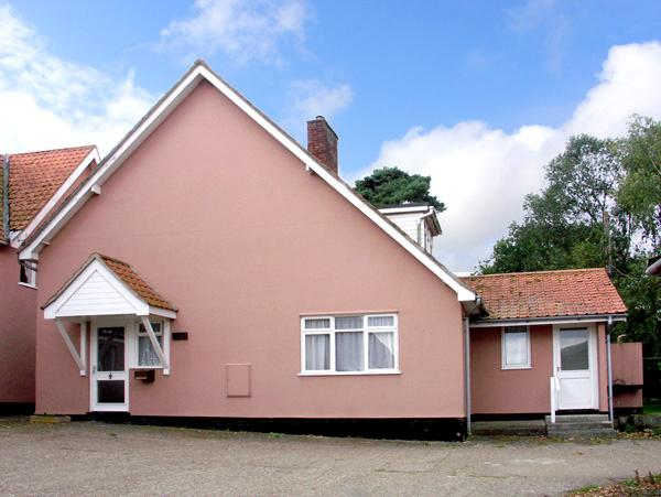 THE BOTHY, pet friendly, country holiday cottage, with a garden in Eye, Ref 2582 - Image 1 - Eye - rentals