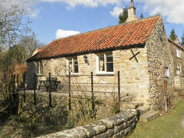 BECKSIDE, luxury holiday cottage, with a garden in Lastingham, Ref 1293 - Image 1 - Lastingham - rentals