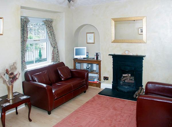 HOLLY COTTAGE, family friendly, character holiday cottage, with a garden in Bowness & Windermere, Ref 1169 - Image 1 - Bowness & Windermere - rentals
