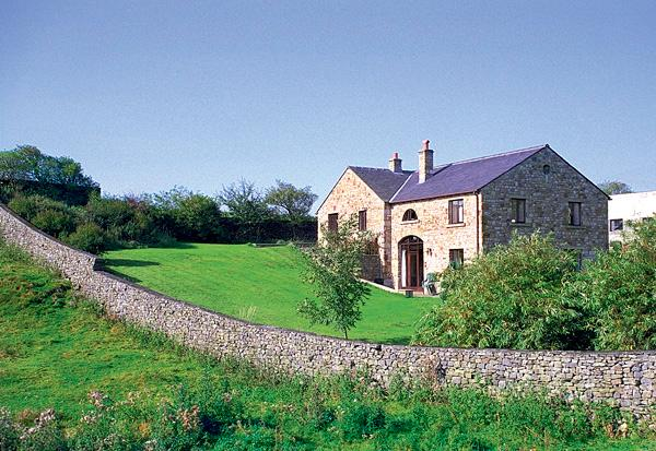 WILLOW COTTAGE, pet friendly, character holiday cottage, with a garden in - Image 1 - Giggleswick - rentals