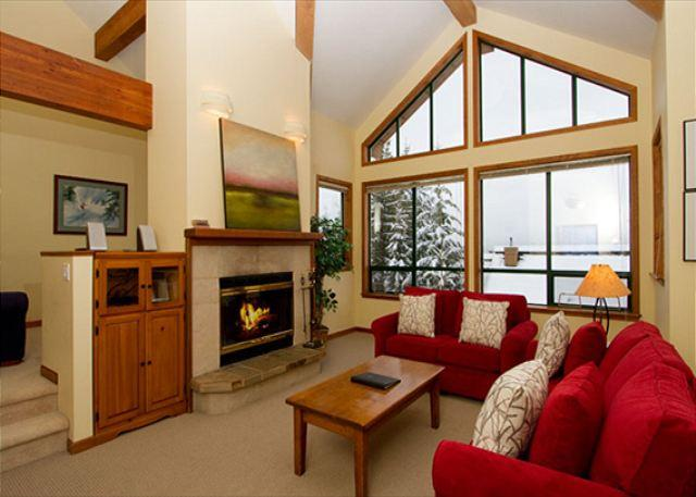 Living Room with Vaulted Ceiling - Northern Lights 32 | 4 Bed + Den Townhome, Private Hot Tub, Access to Slopes - Whistler - rentals