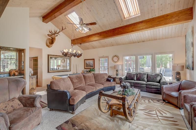 GREAT ROOM W NEW FURNISHINGS, ANTIQUE NORWEIGAN SLED COFFEE TABLE, SKI AREA VIEWS! - 6 Br Luxury home ski in / ski out Warriors Mark - Breckenridge - rentals