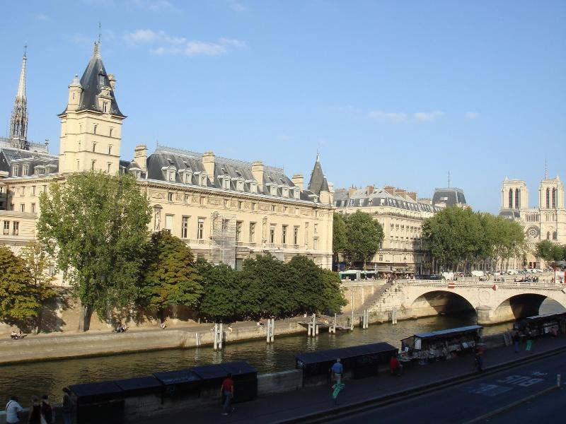 From our window - 1 Bedroom Riverfront Apartment view of Notre Dame - Paris - rentals
