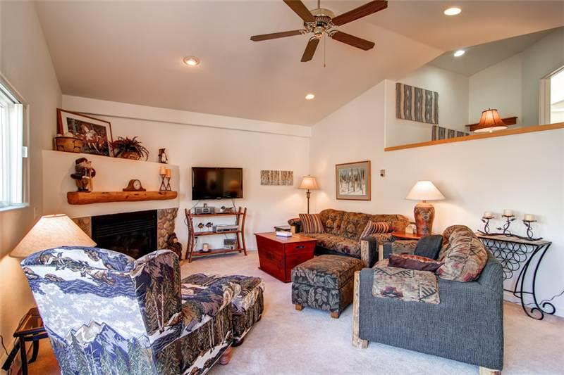 3 BR/ 2.5 BA warm and inviting vacation home, sleeps 9, private hot tub, pet friendly - Image 1 - Silverthorne - rentals