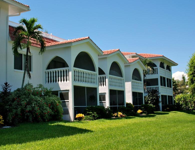 Breakers West -- lawn-view - B-2 Breakers West, 2BR/2BA Condo, Olde-Fla Charm - Sanibel Island - rentals