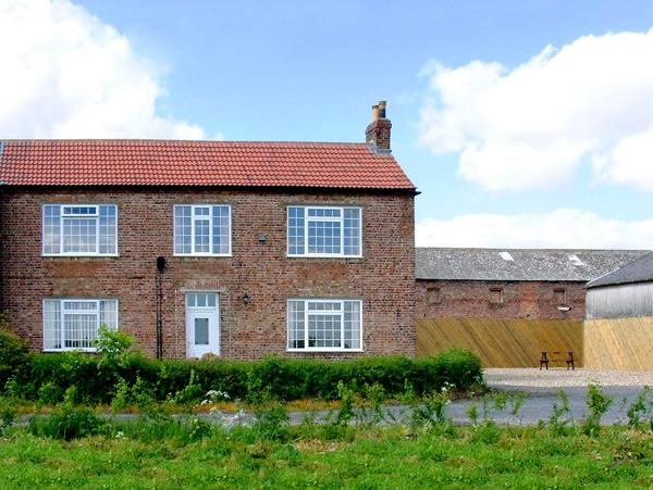 LAWNS HOUSE FARM, family friendly, with a garden in North Duffield Near Skipwith, Ref 1630 - Image 1 - Skipwith - rentals