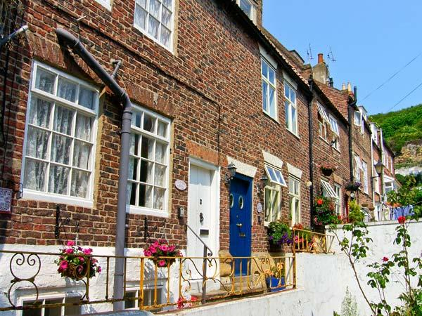 LAVENDER COTTAGE, pet friendly, character holiday cottage in Whitby, Ref 3614 - Image 1 - Whitby - rentals