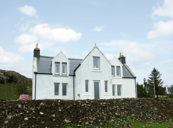 KINTILLO, pet friendly, country holiday cottage, with a garden in Dunvegan, Isle Of Skye, Ref 1370 - Image 1 - Dunvegan - rentals