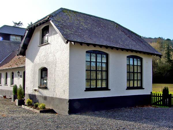CHESTNUT COTTAGE, family friendly, luxury holiday cottage, with a garden in Aberystwyth, Ref 2846 - Image 1 - Aberystwyth - rentals